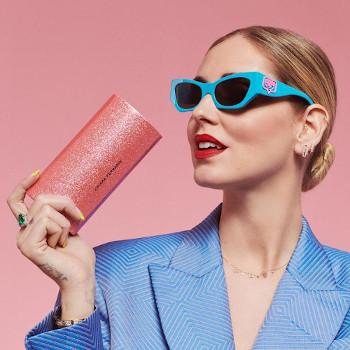 Arrivano gli occhiali da sole di Chiara Ferragni ma solo nei negozi Salmoiraghi & Viganò e sul sito della nota catena.
